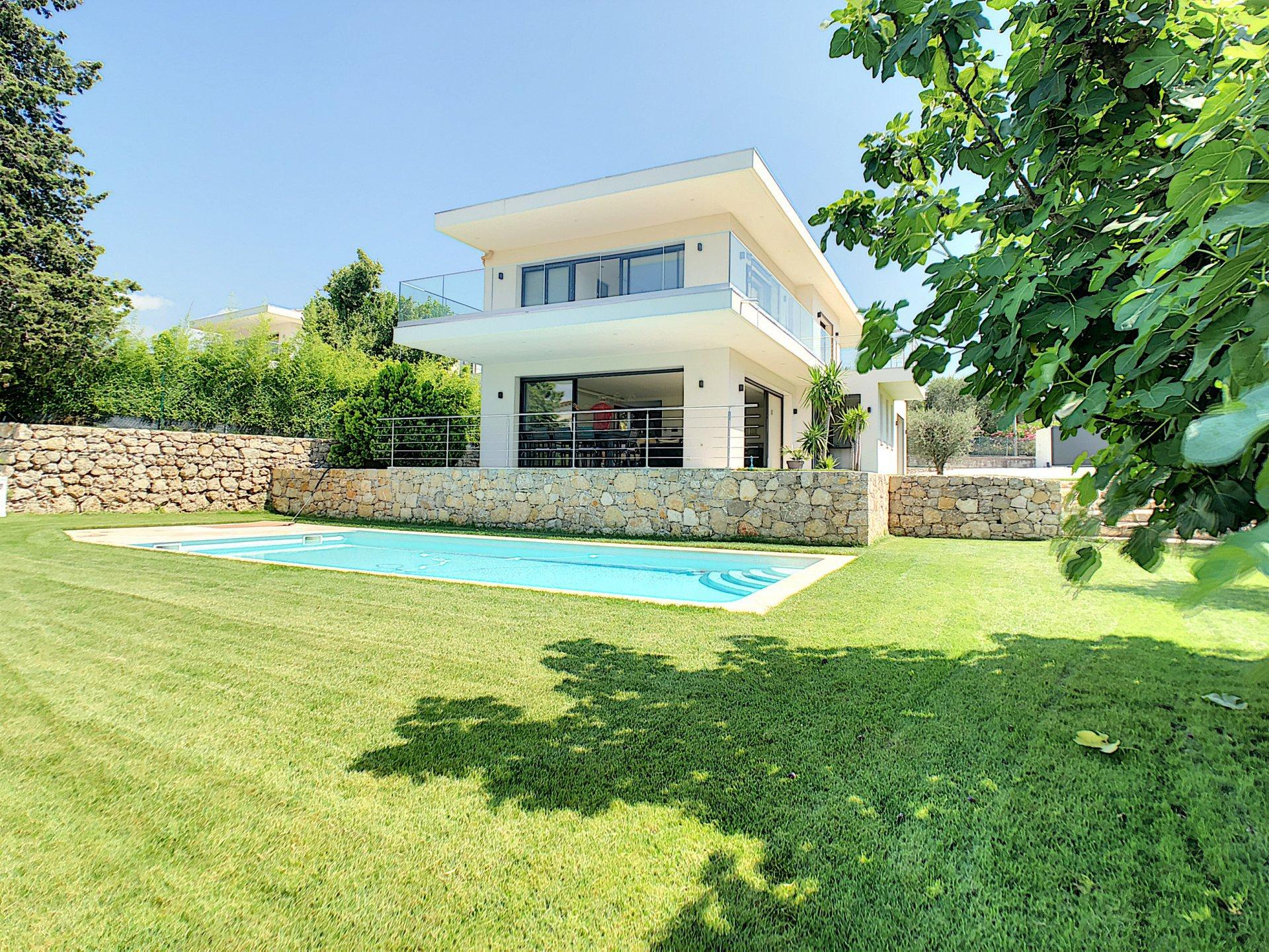 Mougins - Belle villa contemporaine avec piscine