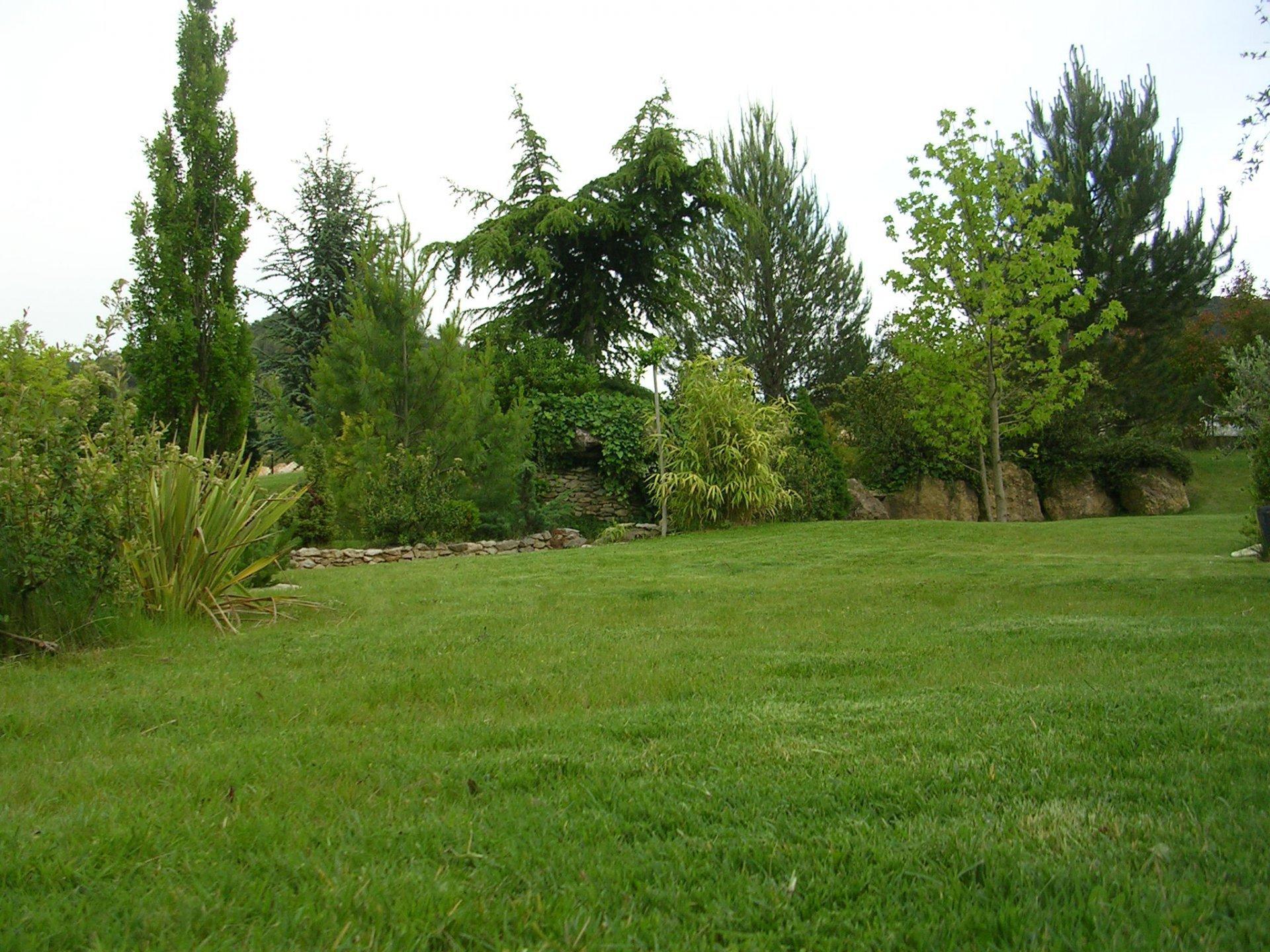 Villa T9/10 de 200 m² sur 2000 m² de terrain avec piscine garage double atelier