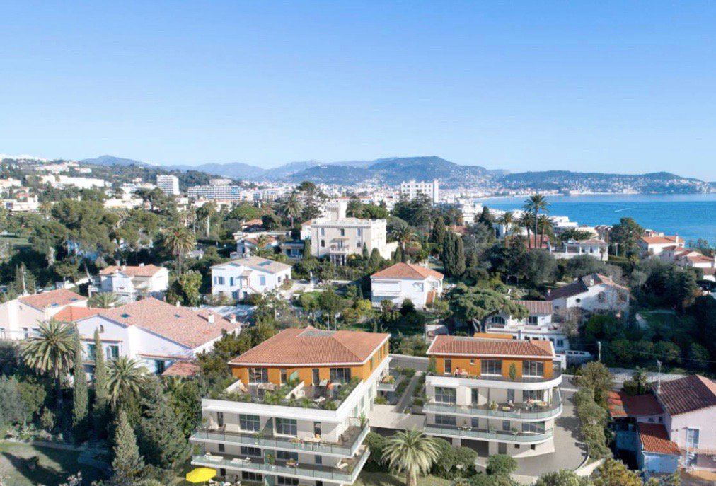 NICE - French Riviera - 2 bed Apartment - Top floor - Sea view