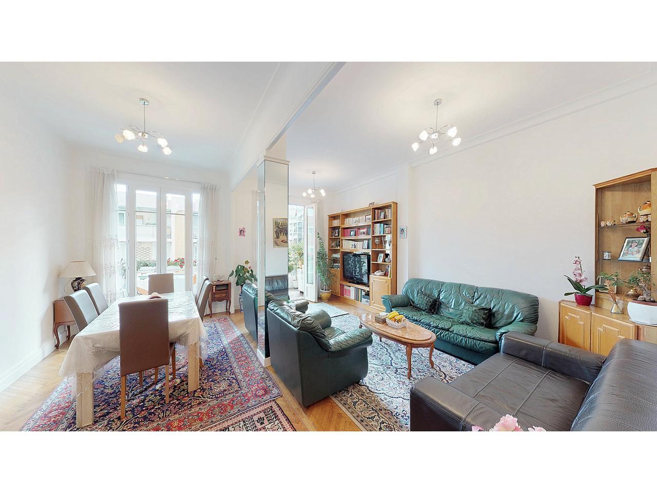 Lägenhet med 10 kvm terrass i Fleurs