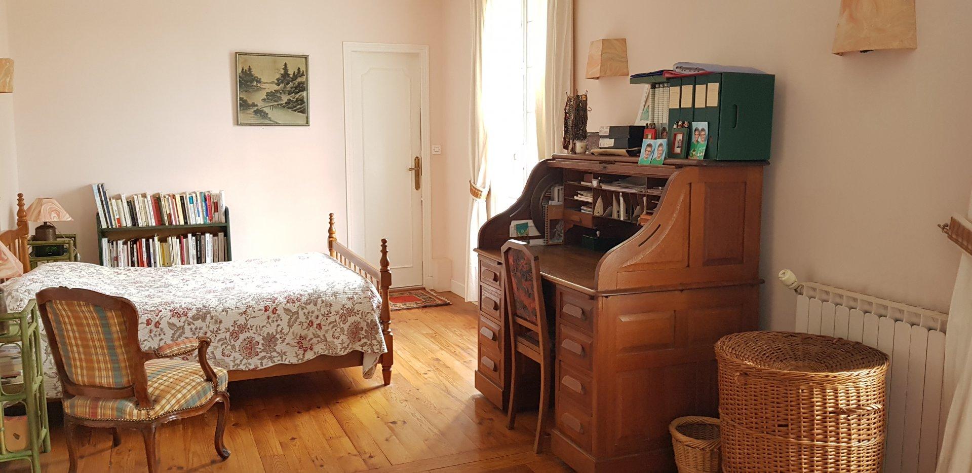 Montigny sur Loing : Maison en pierre 9 pièces 240 m2