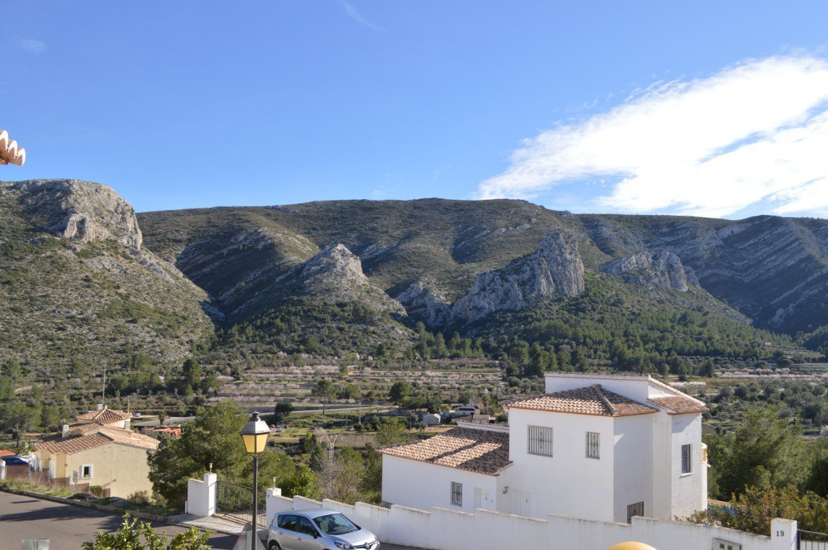 Detached villa with mountain views in Pedreguer
