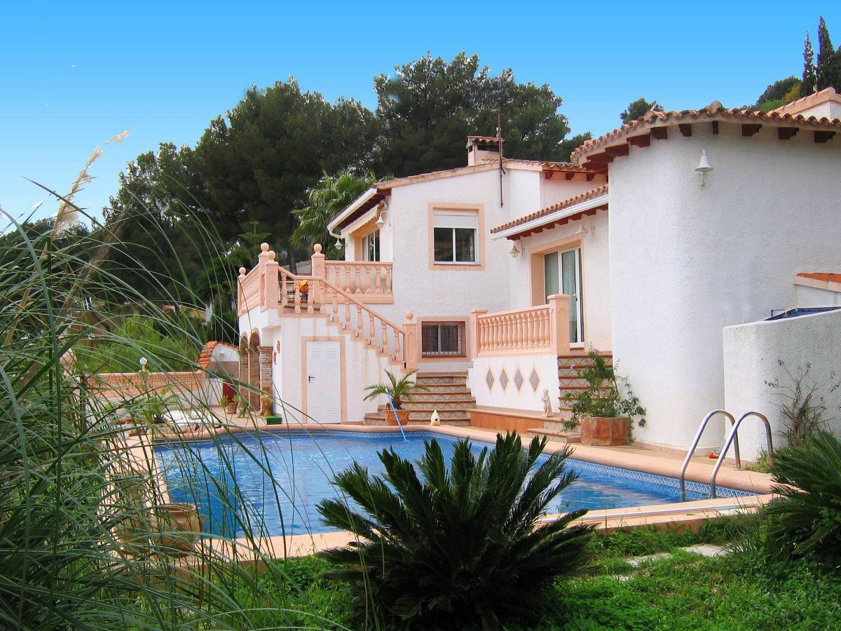 Large villa with guest apartment within walking distance of Alcalali