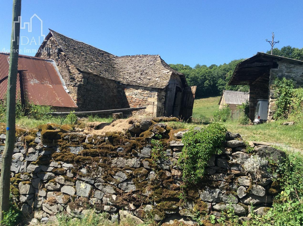 Champcros (Saint Germain du Teil) Grange à rénover