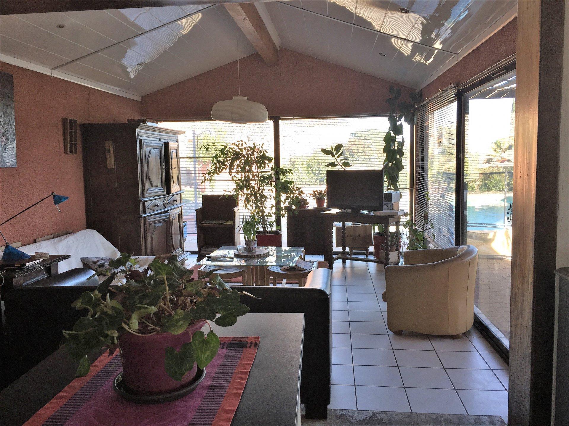 Villa de plain pied avec petite vue mer