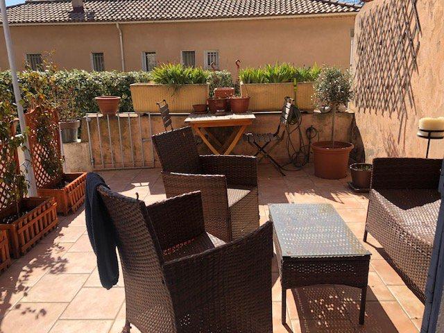 Maison de village 120 m², 4 chambres, 1 bureau, cour et terrasse