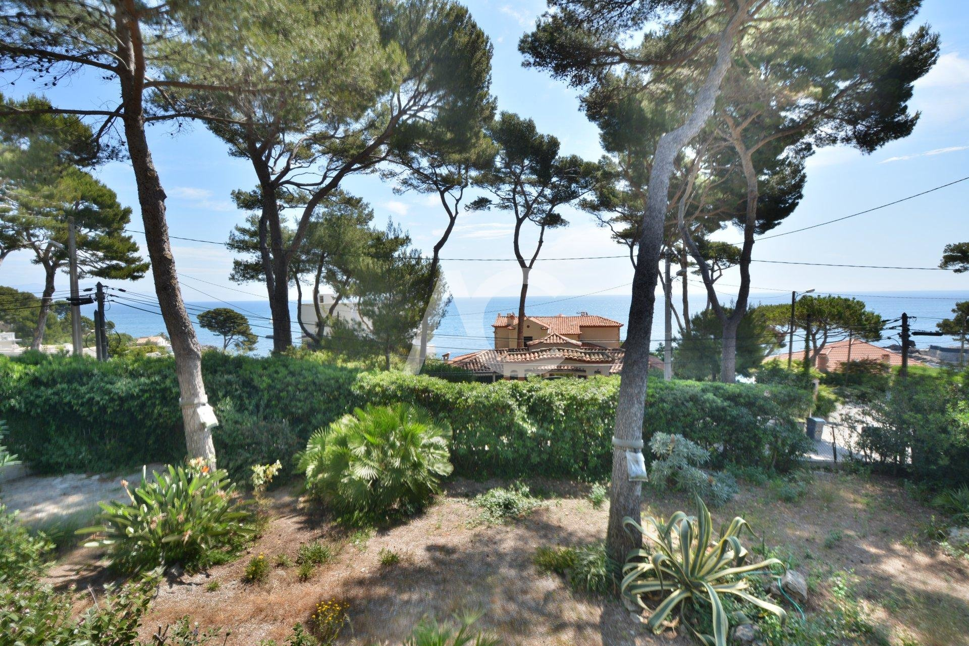 CAP D'ANTIBES - VILLA WITH SEAVIEW