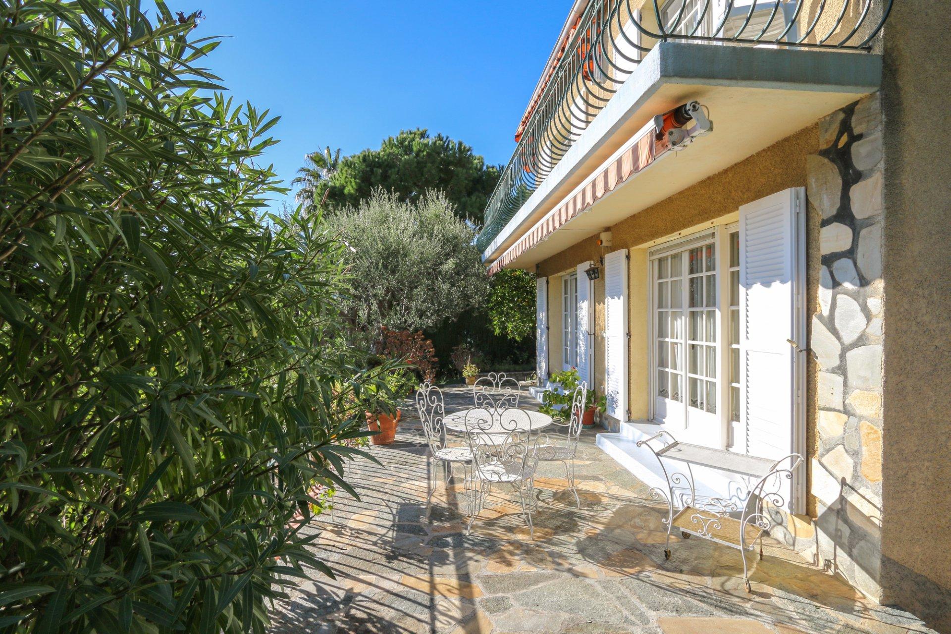 Продажа Вилла - Рокбрюн-Кап-Мартен (Roquebrune-Cap-Martin)