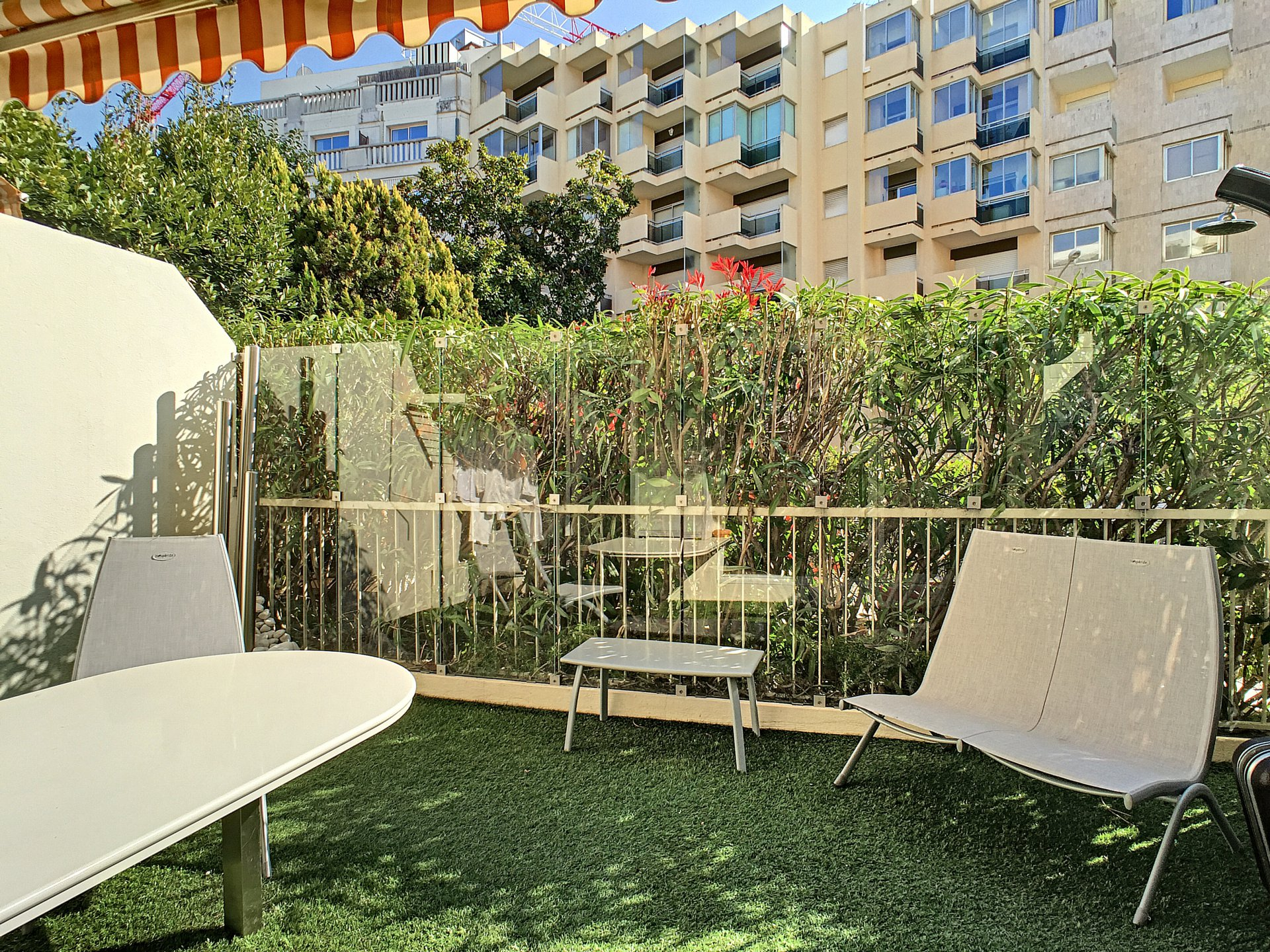 Cannes Croisette - 2 rooms of 27 sqm with 15 sqm terrace