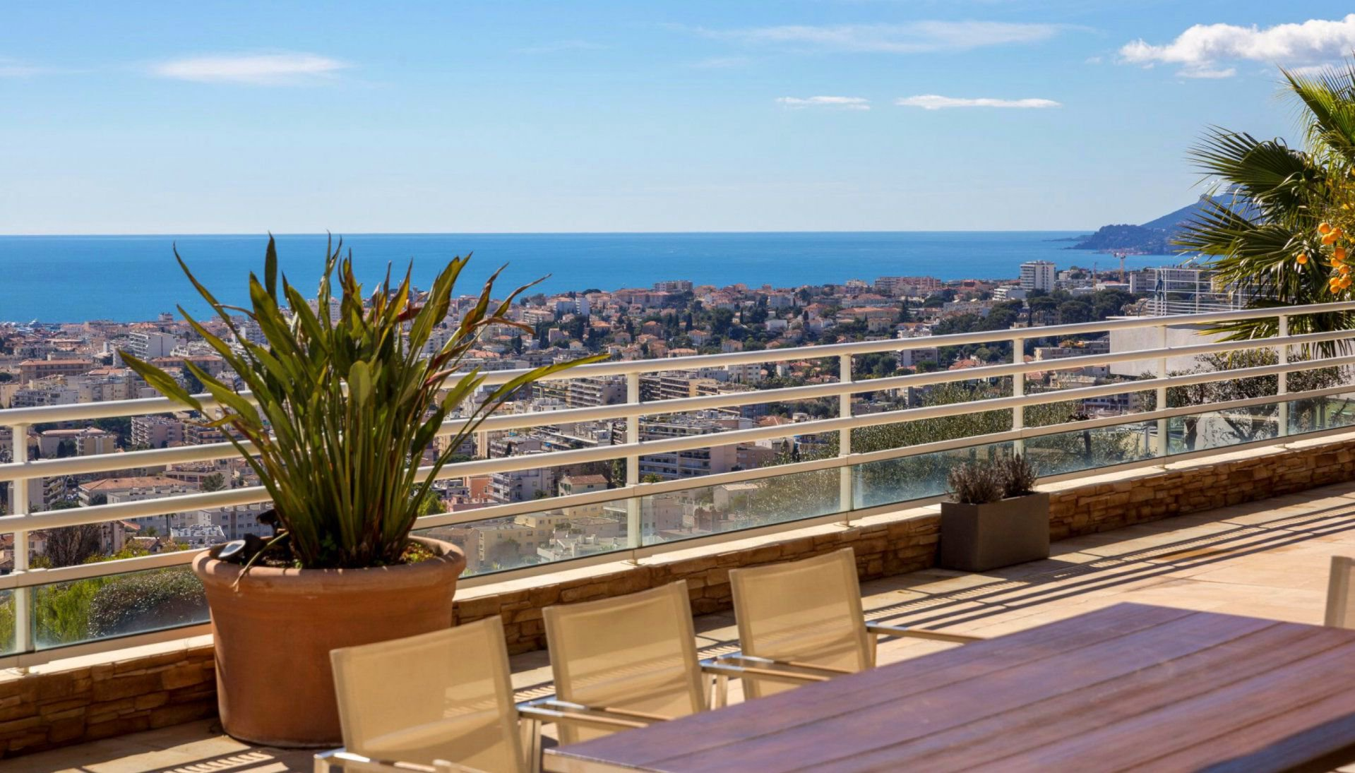 LE CANNET RESIDENTIAL SALE 5 ROOMS PANORAMIC SEA VIEW
