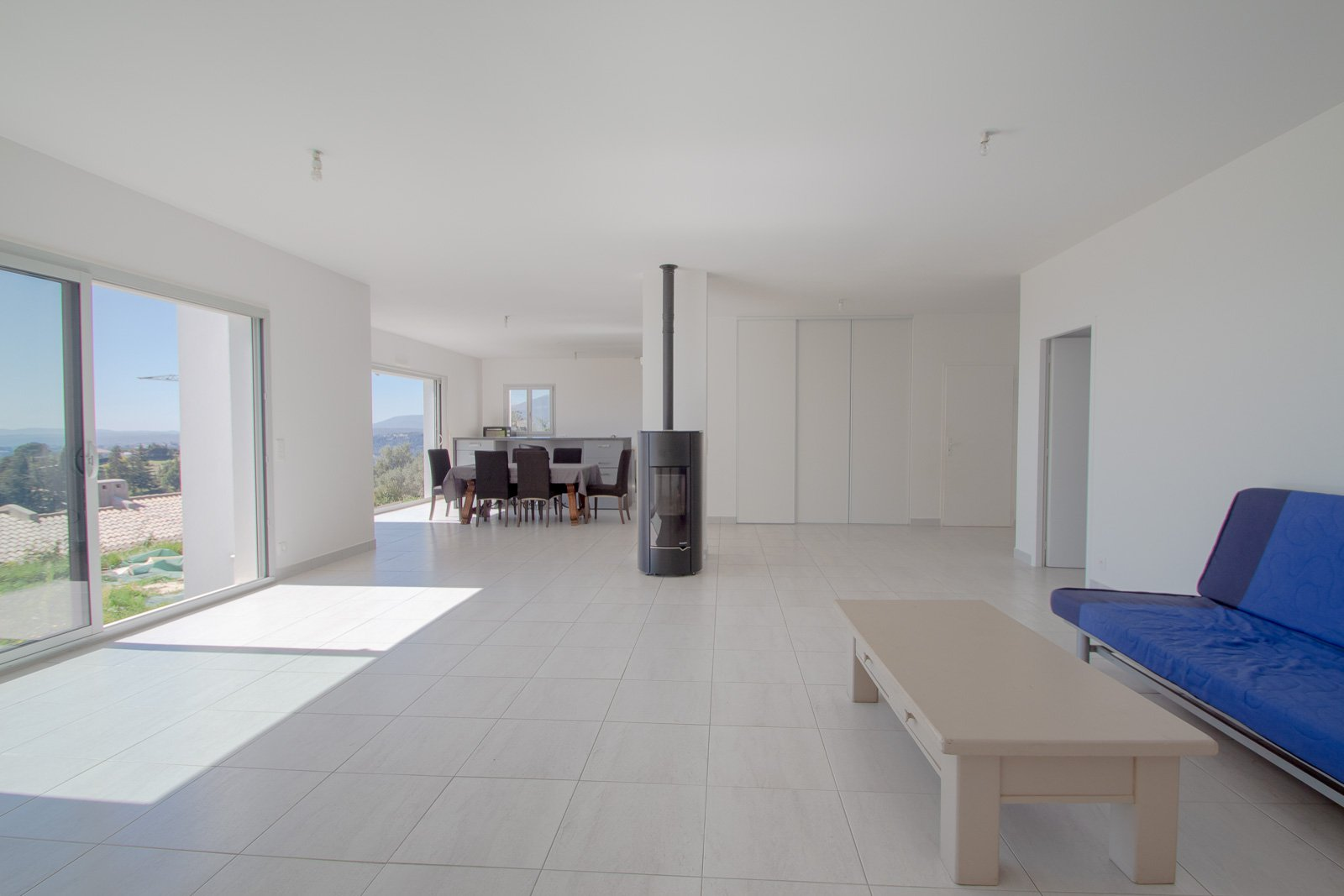 Hauteur de Nice. Villa Californienne neuve avec vue imprenable sur la mer