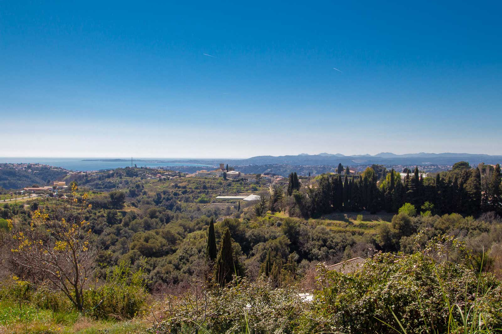 Hills of Nice. New Californian Villa with stunning sea views