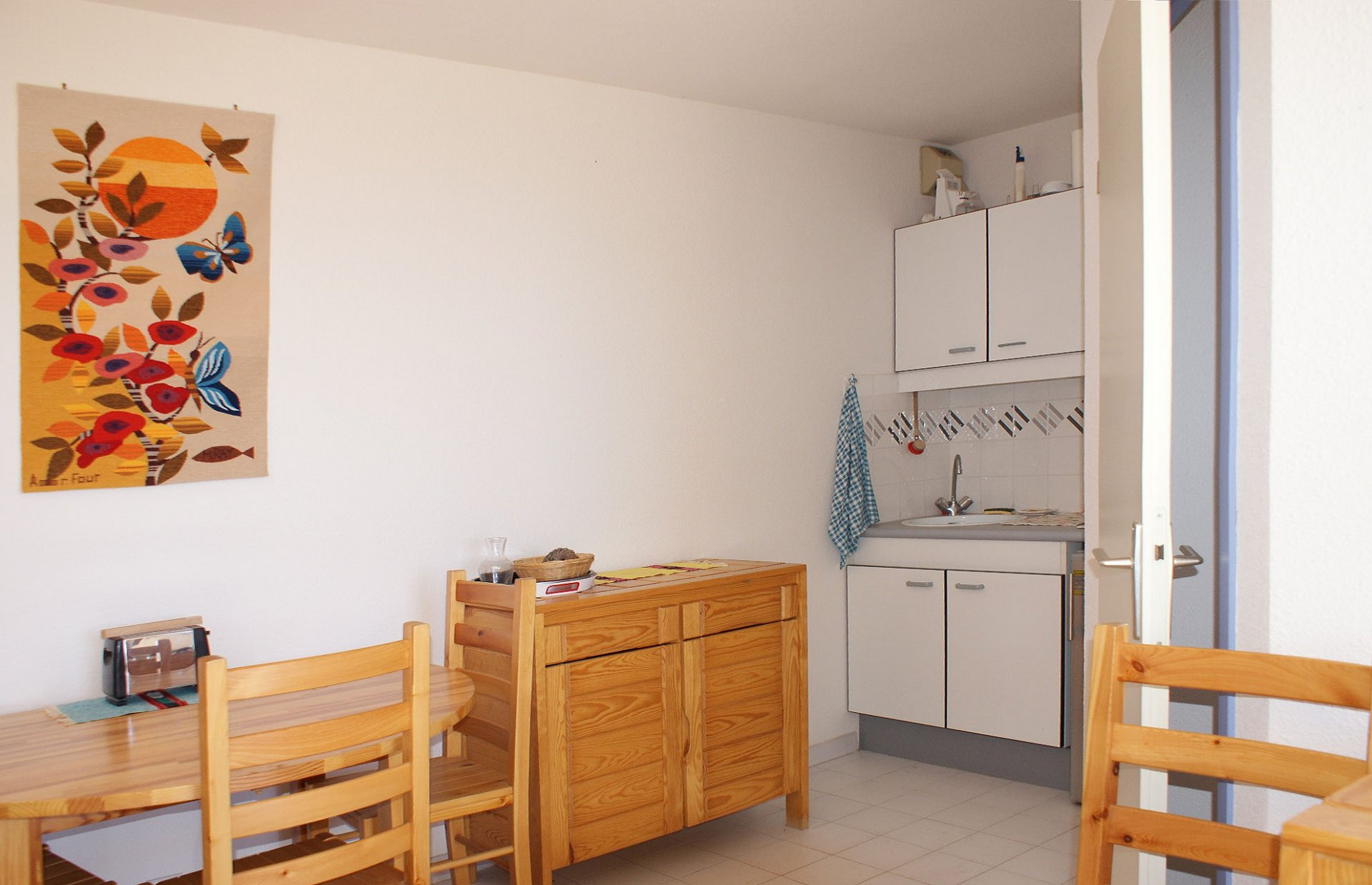 Friendly 2-room apartment with south terrace and sea view