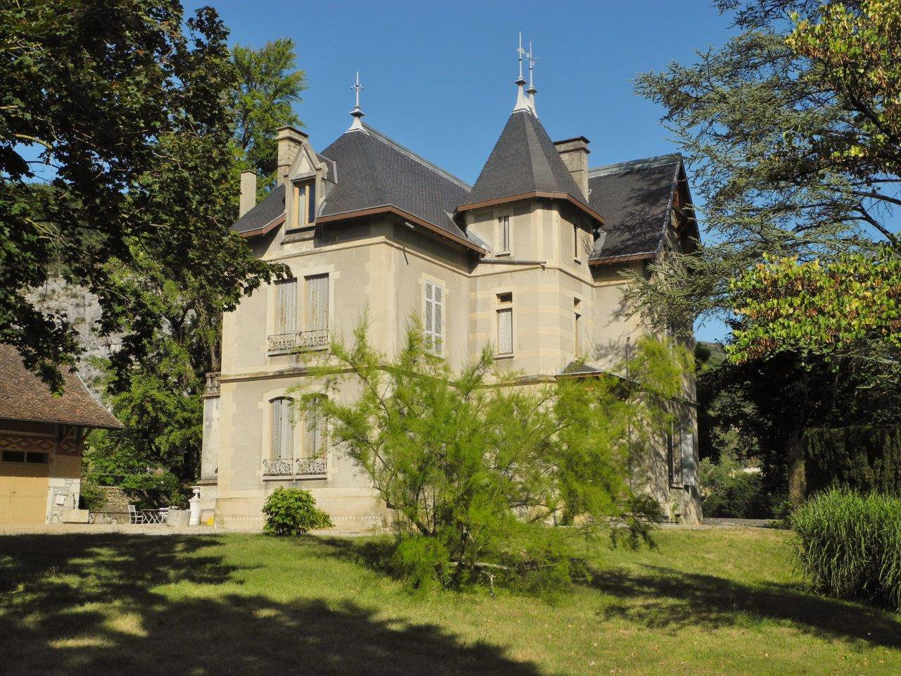 Magnificent authentique mansion between Lyon and Geneva