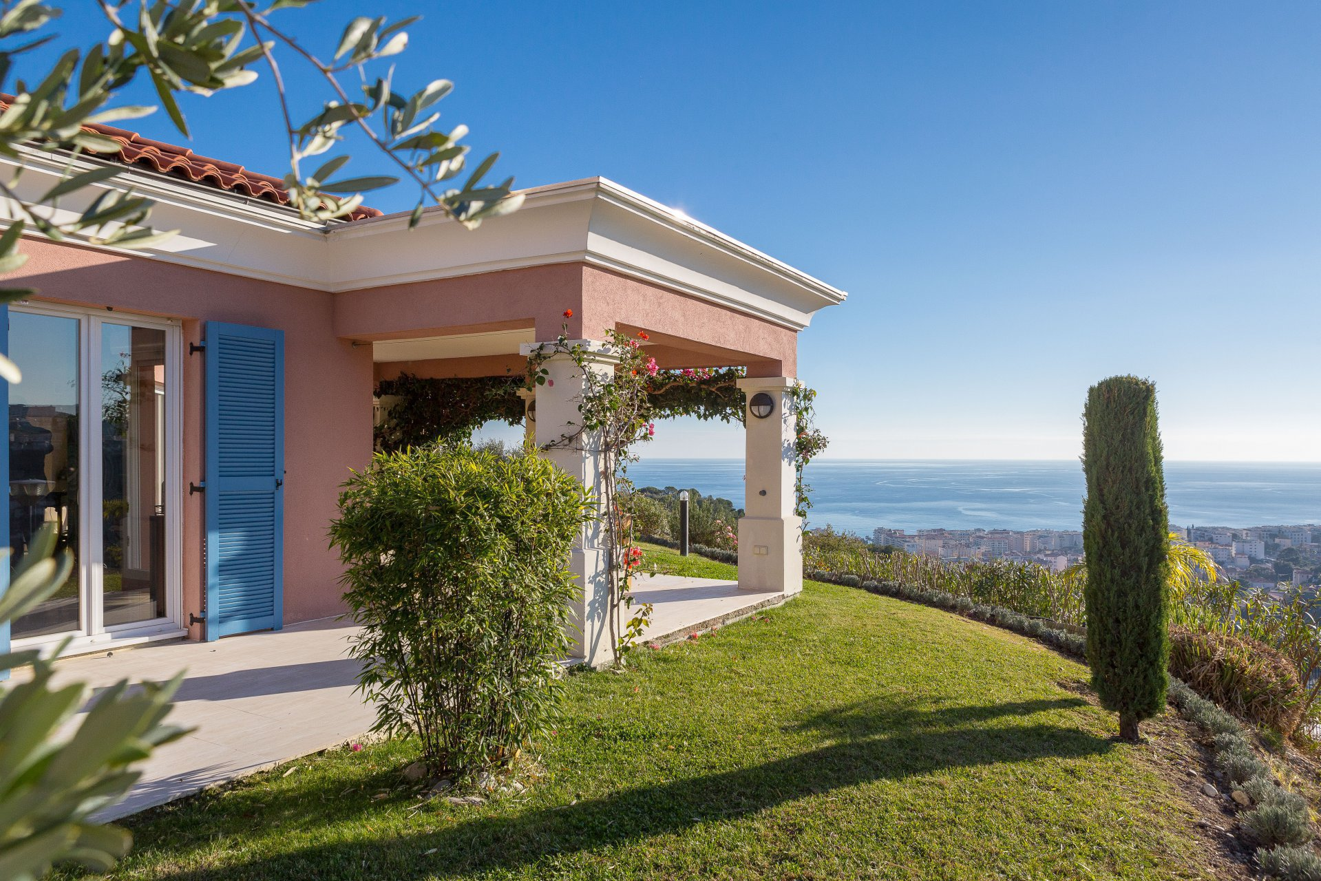 SOLE AGENT - NICE - 5 bed room one level villa