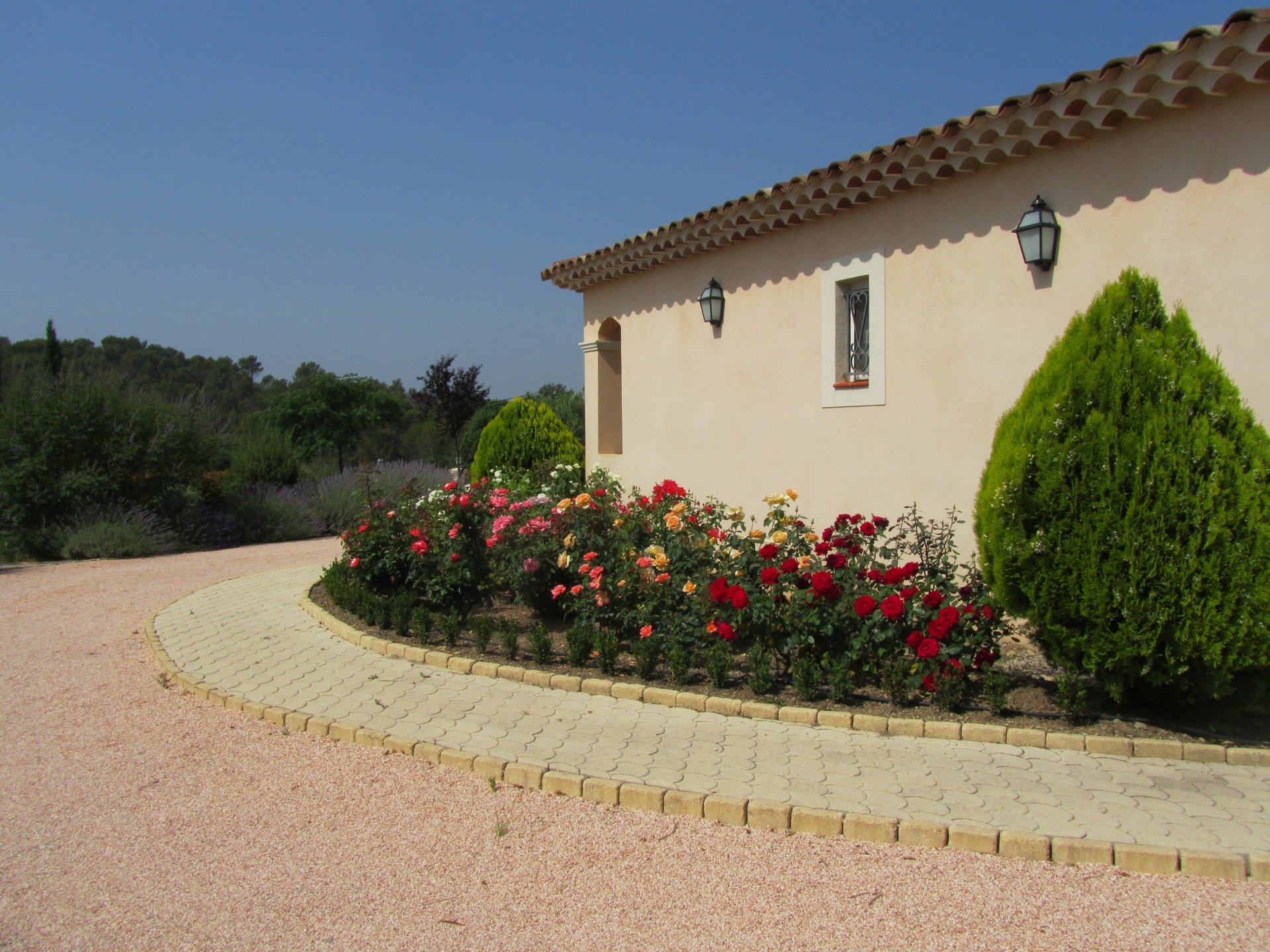 Single storey villa with four bedrooms and beautiful pool