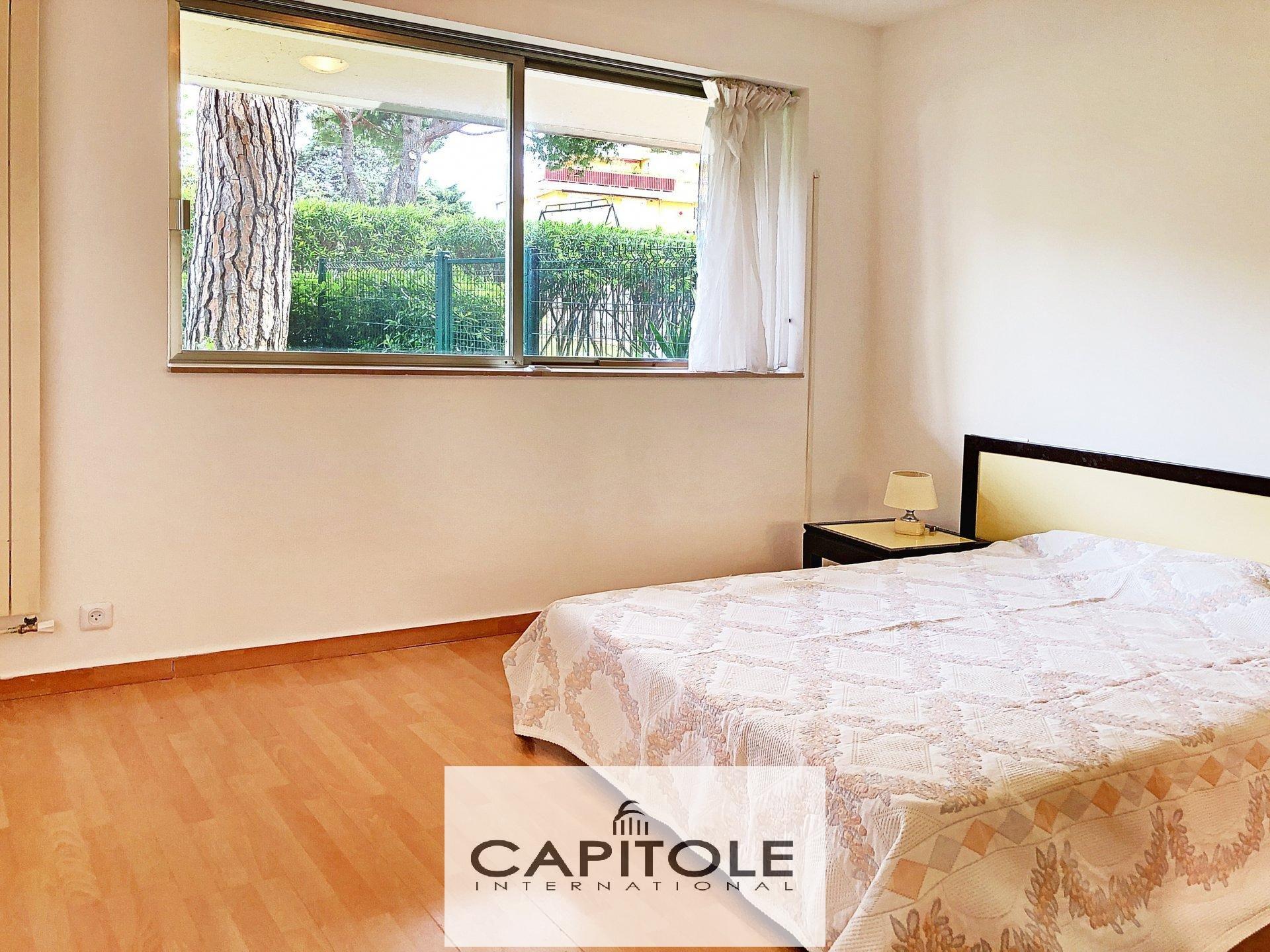 A vendre, début Cap d'ANTIBES/ Salis  appartement 3 pièces 81m² RDJ, vue mer,