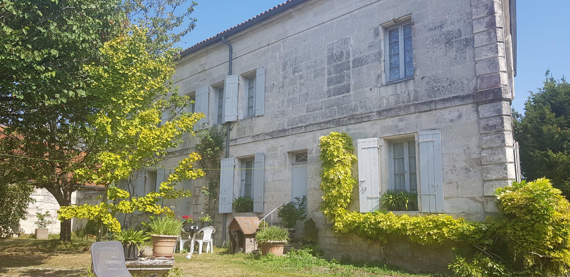 BELLE MAISON DE MAÎTRE - Hyper Centre SAINTES Rive Gauche