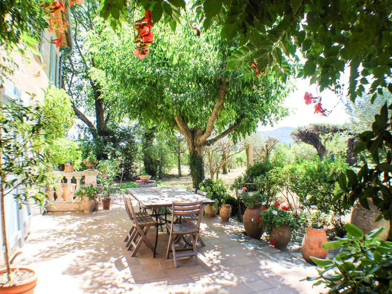 provencal stone house with swimming pool, garage, gardens, next to the village in Provence