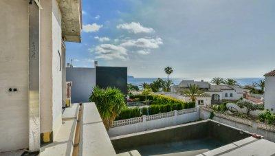 Belle propriété moderne avec de belles vues sur la mer