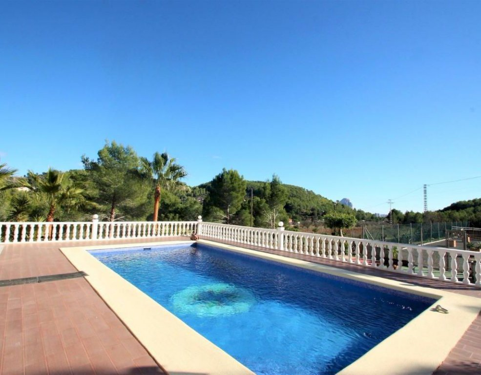 Mediterranean villa for sale in Calpe with a big plot in rural area
