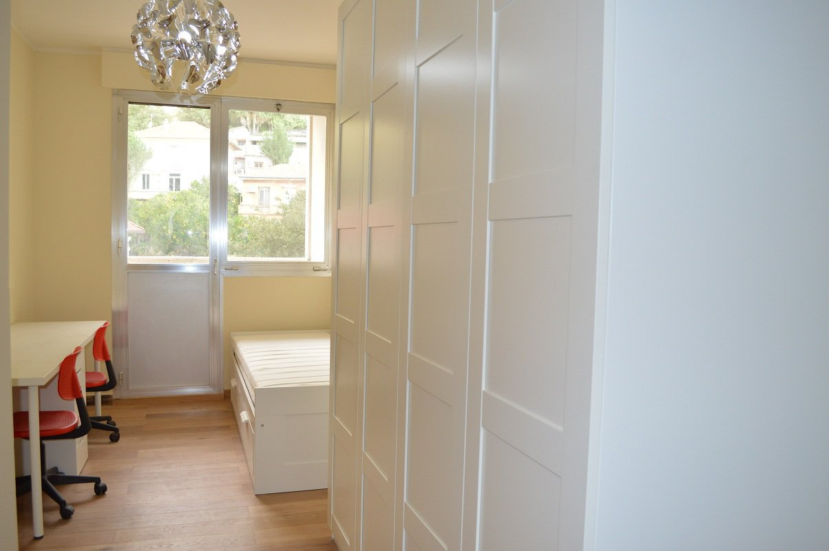 Sole agent - Renovated 2 bedroom Sea View