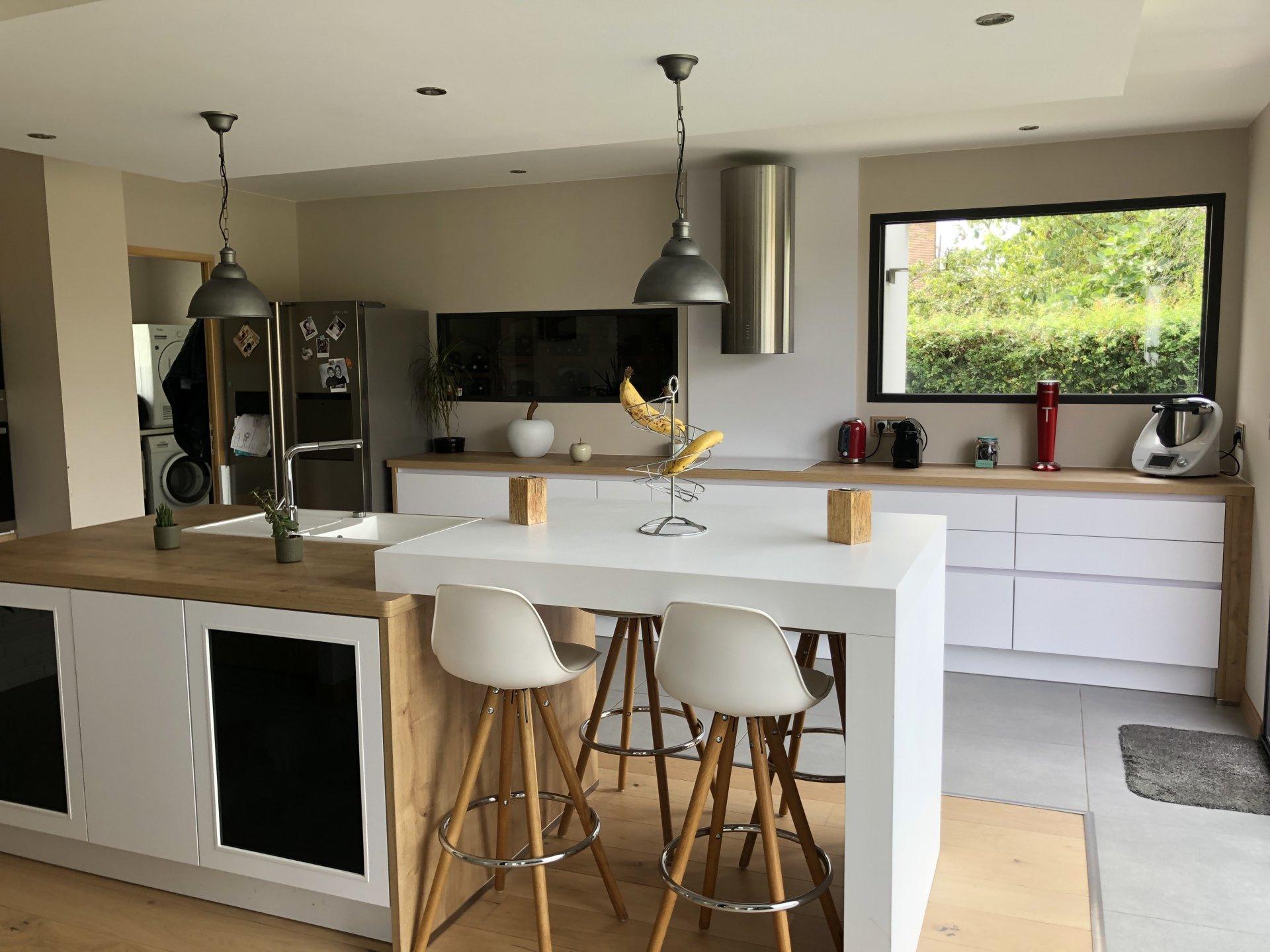 Kitchen bar, kitchen island