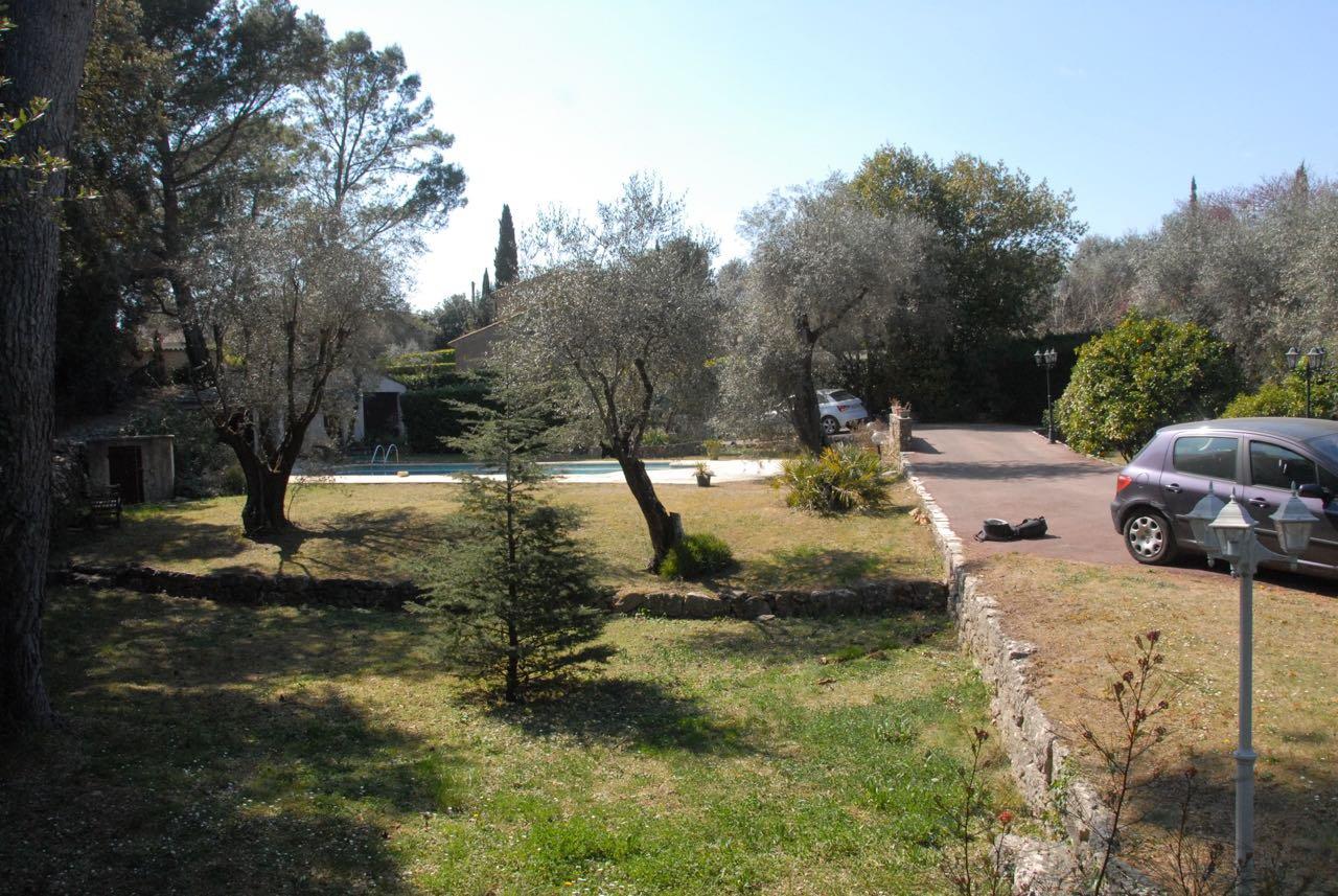 GRASSE VILLA EN PIERRES AU CALME ABSOLU