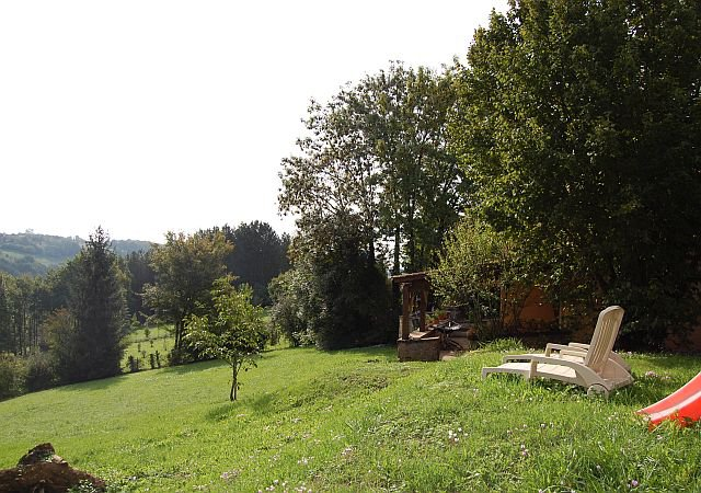 DORDOGNE - House with outbuilding en nice views.