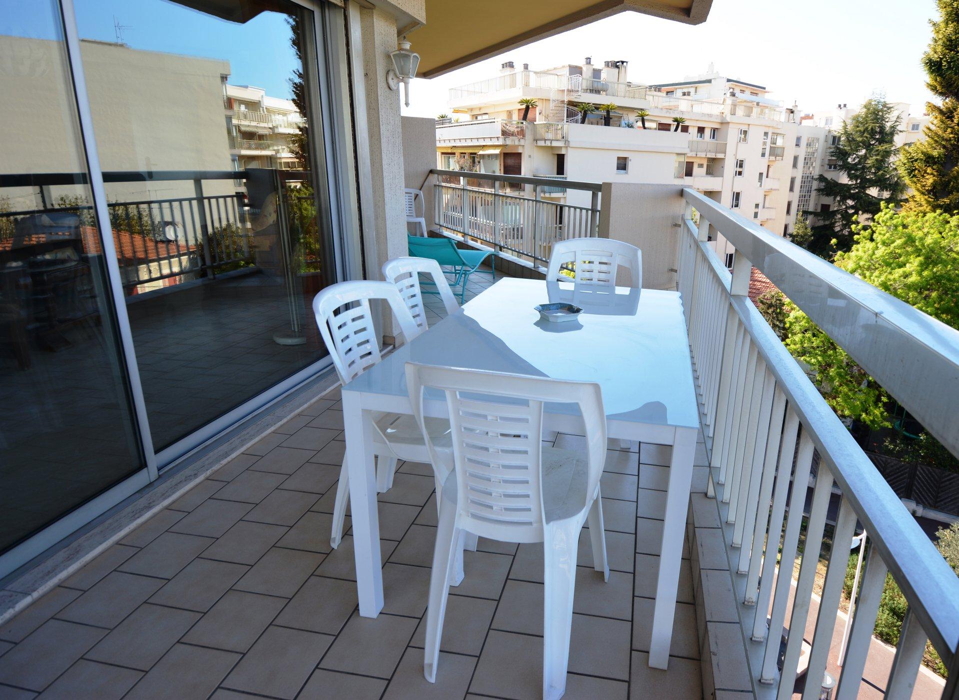 Appartement en étage plein centre Juan les Pins