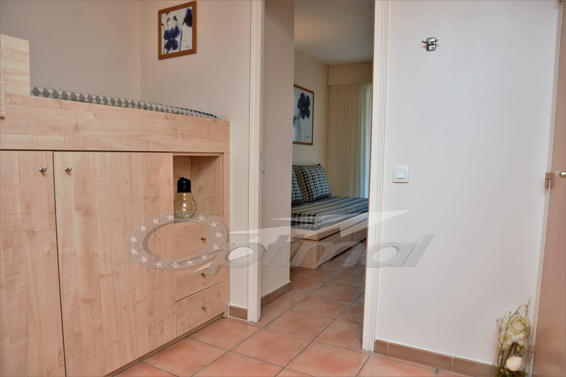 FURNISHED APARTMENT  AVAILABLE FOR SEASONAL RENT