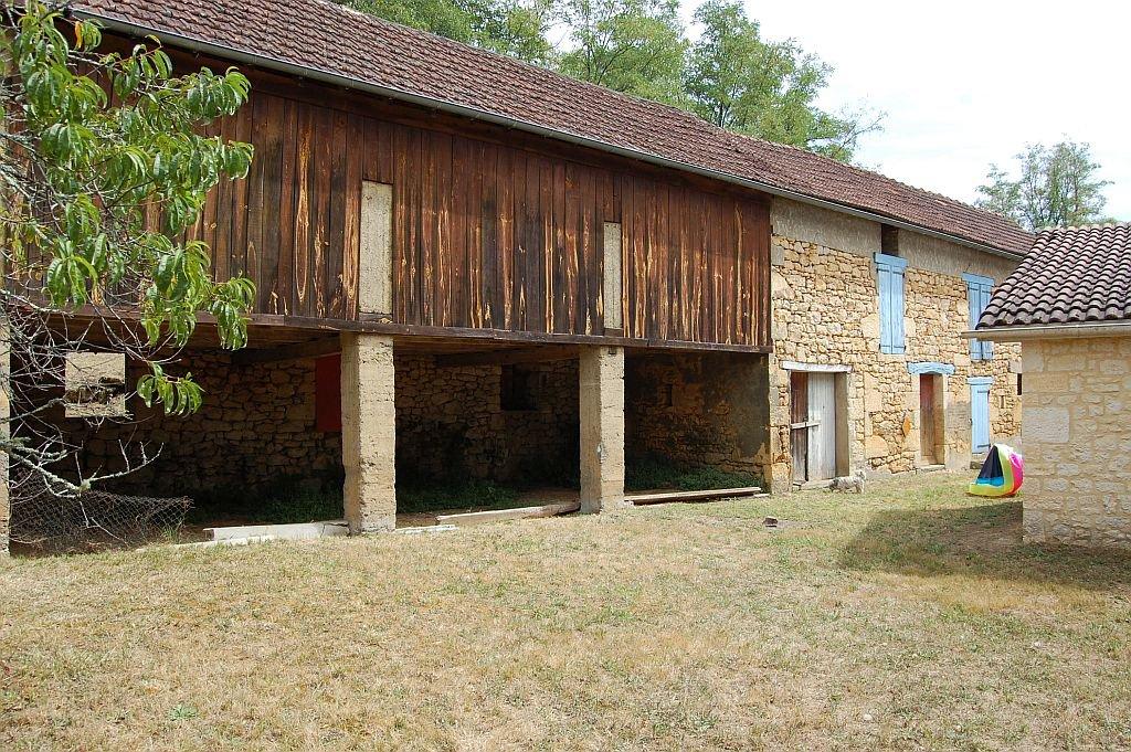 DORDOGNE - Oud huis met groot in te richten bijgebouw op 2.913 m2