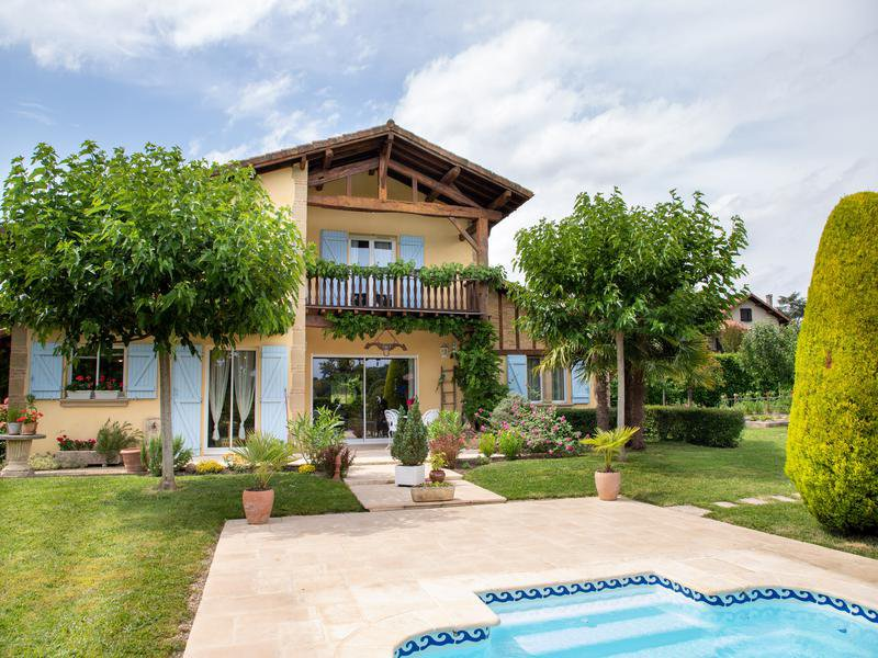 Charming house with pool in Aquitaine