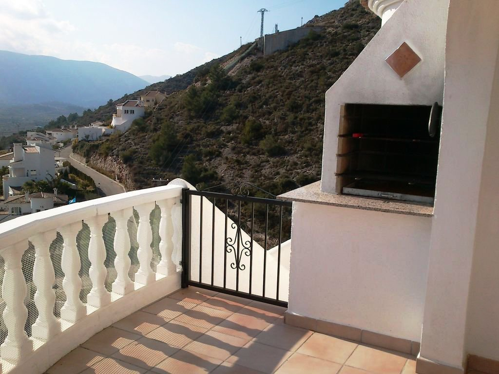 Detached villa with spectacular views across the Jalon Valley