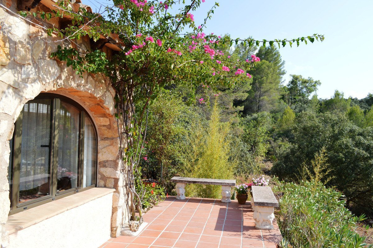 Spacious and well presented finca in a sought after area