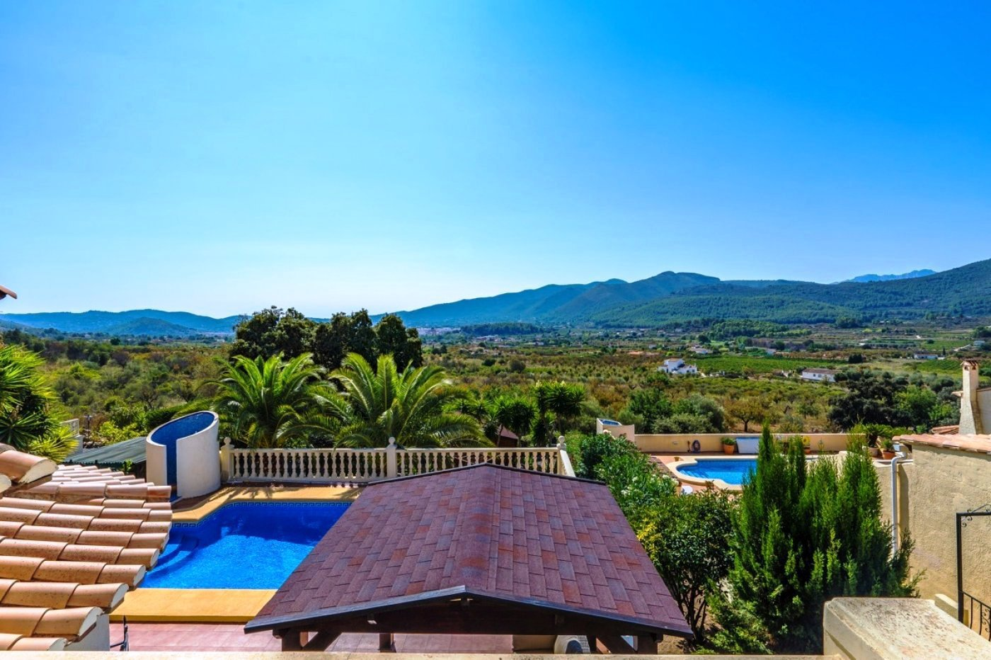Detached villa with stunning views across the Jalon valley