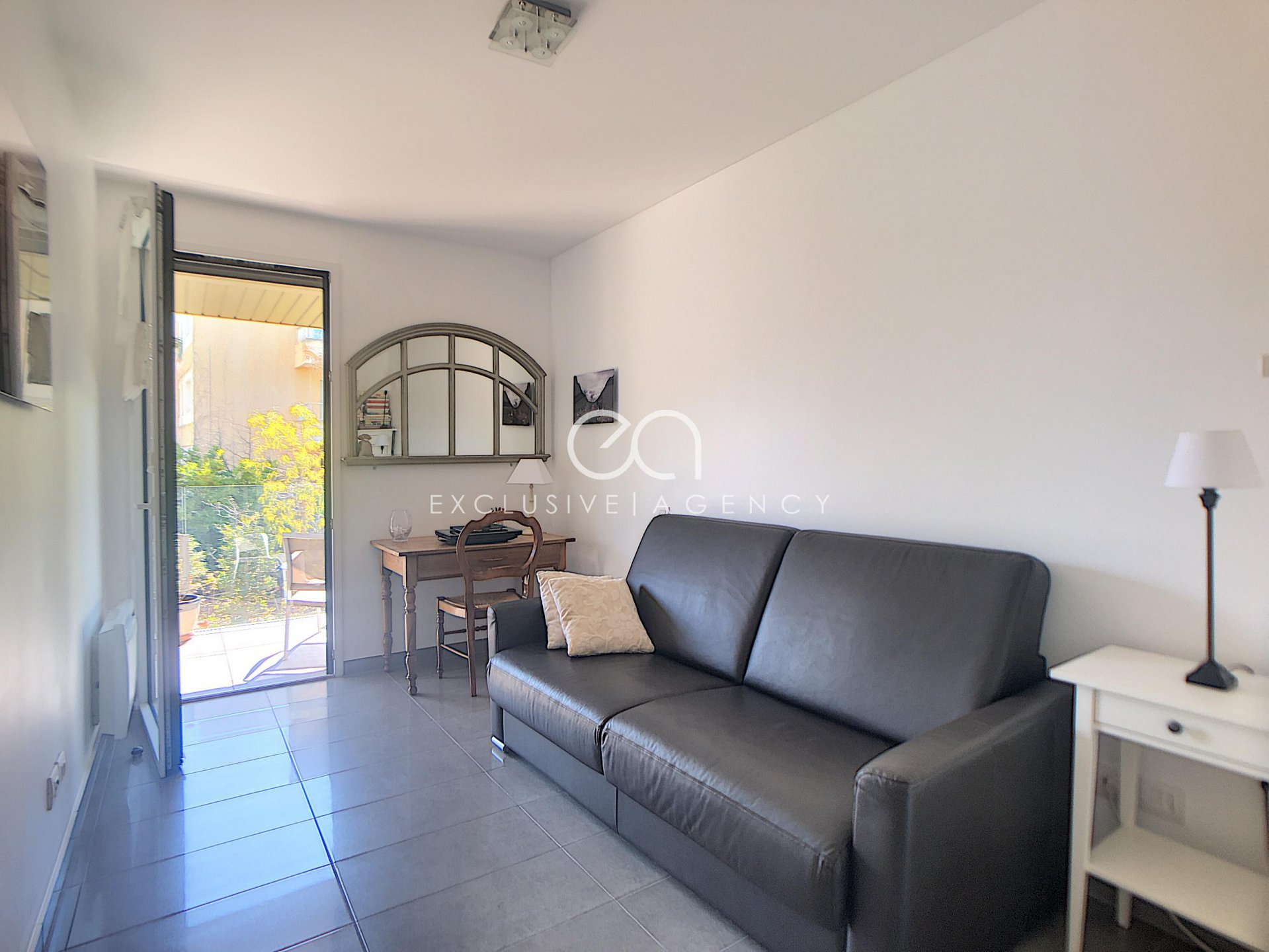 Cannes Oxford 2-bedroom apartment - garage