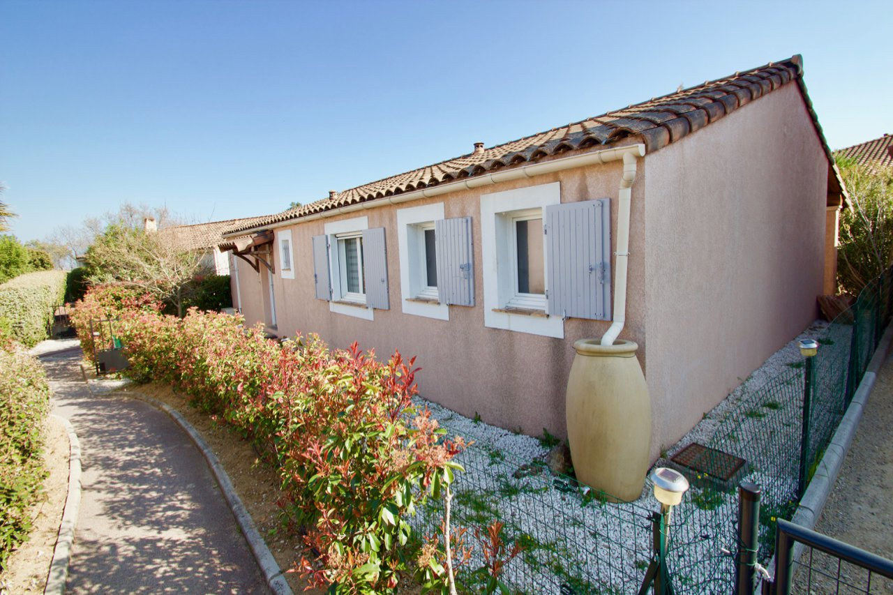 Roquebrune/s-Argens, detached villa 3 bedrooms on ground floor