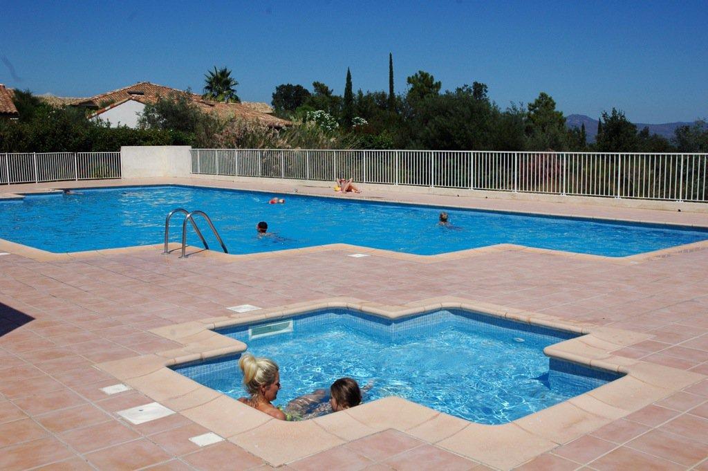 Roquebrune/s-Argens, villa Individuelle (T4) rez-de-jardin dans domaine avec piscine