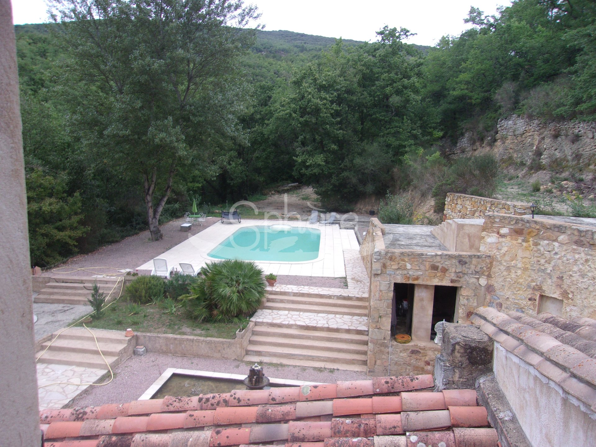 Stone property with 1.3 hectares