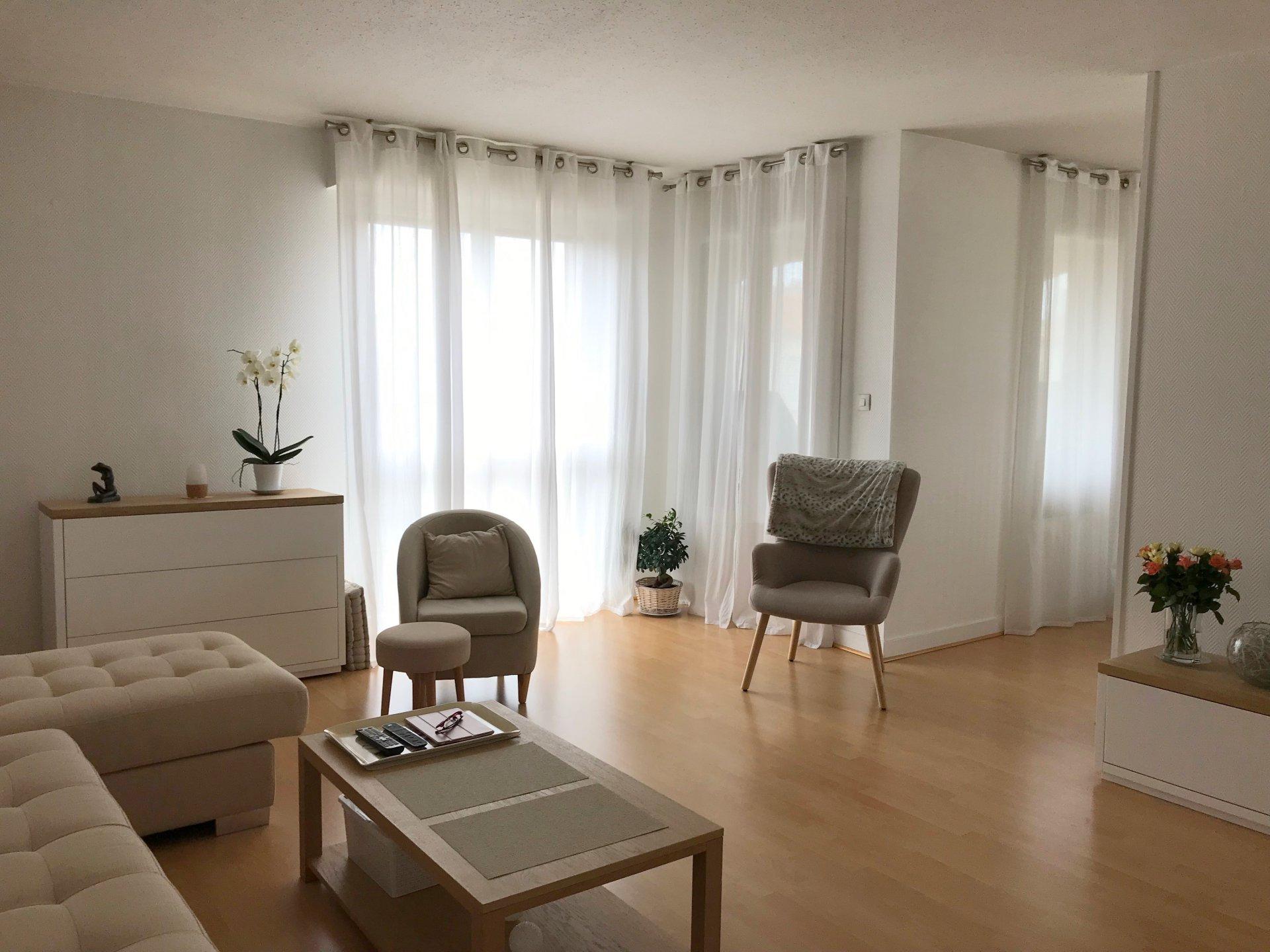 Bel appartement avec terrasse double garage et cave