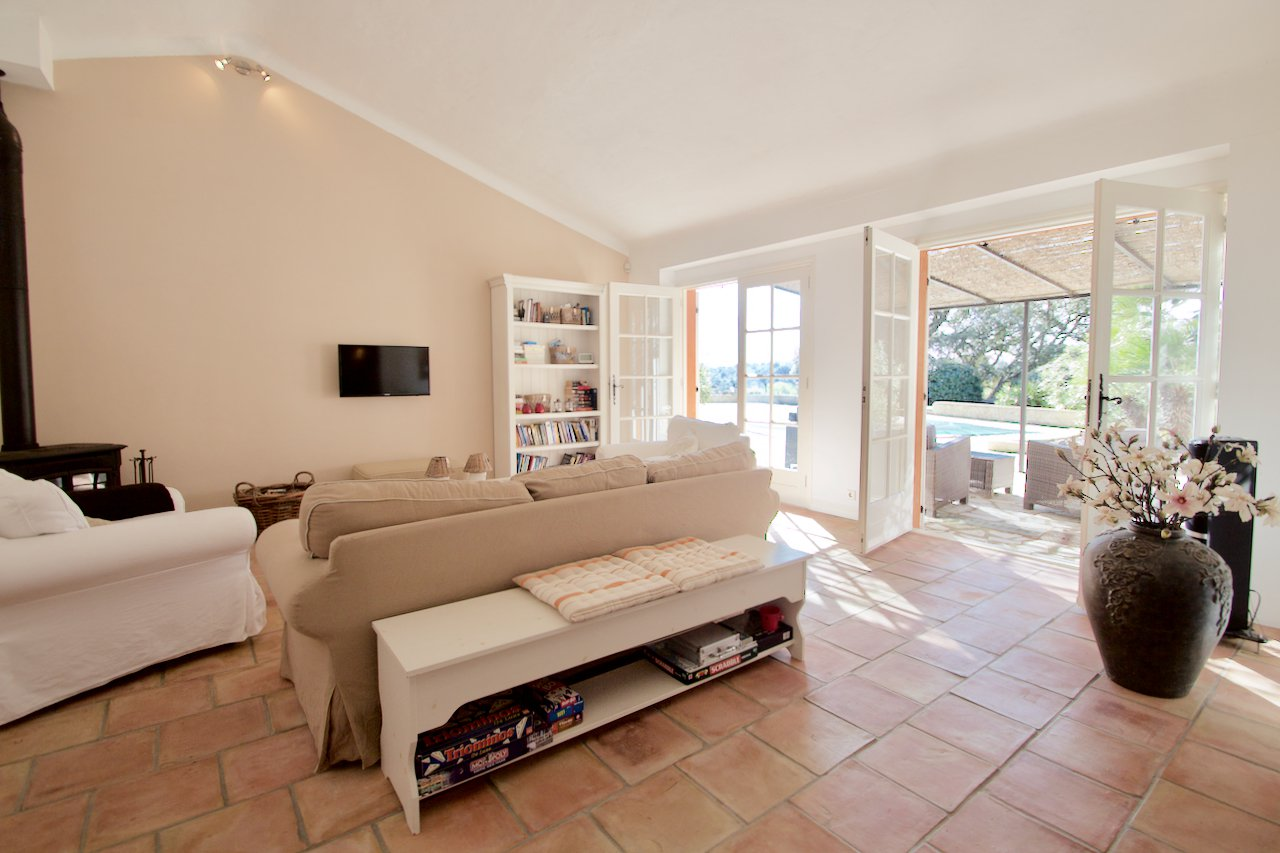 Plan de la Tour - house with swimming pool & garage on a large plot (approx. 5,000 m2!)