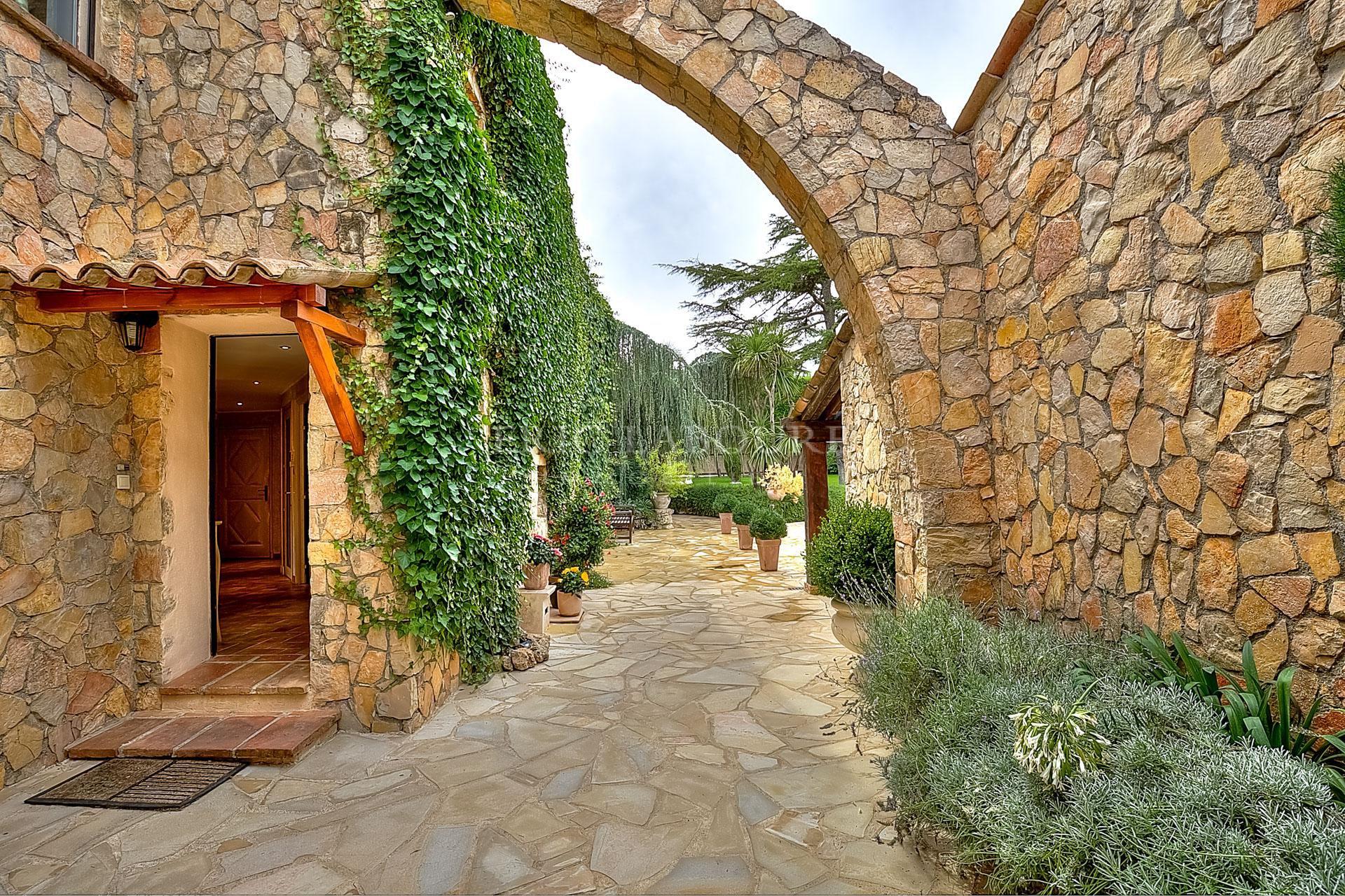 Close to Mougins SCHOOL - Charming stone villa