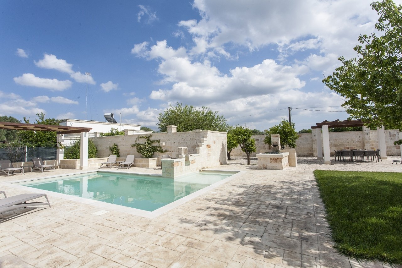 5 bedrooms countryhouse in Puglia, swimming pool and garden