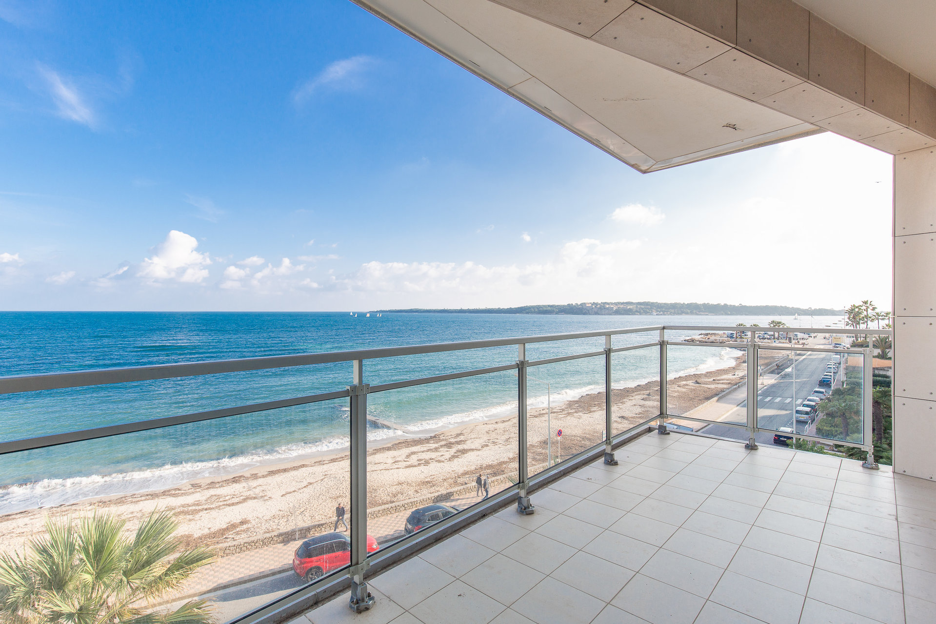 SOLE AGENT - 180 m2 APARTMENT - ENCHANTING SEA VIEW.