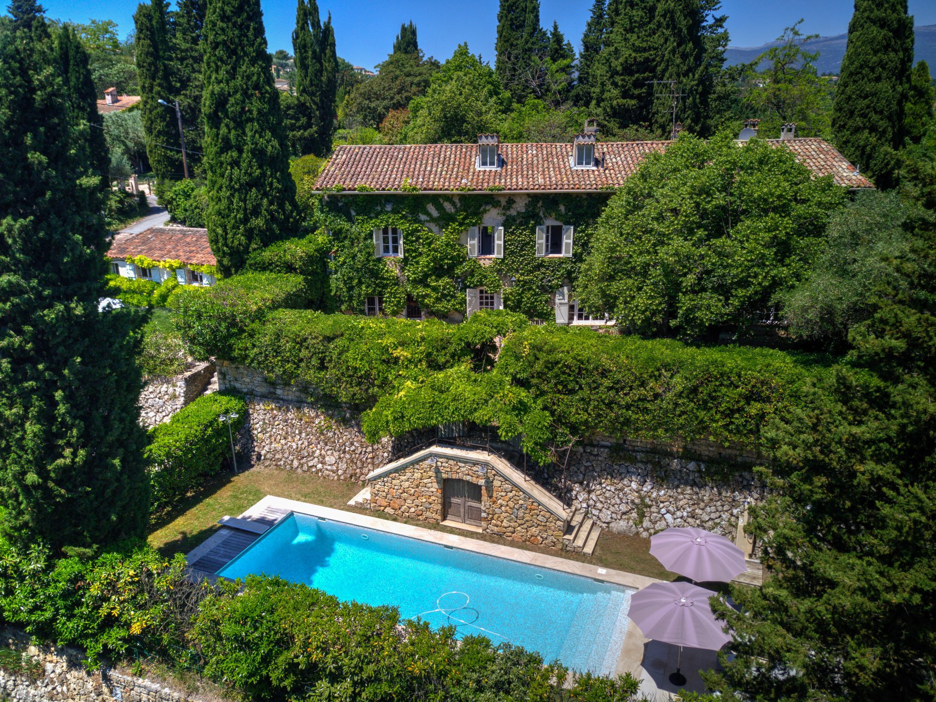 VALBONNE : 18th Century Stone-built farmhouse within walking distance from Valbonne village