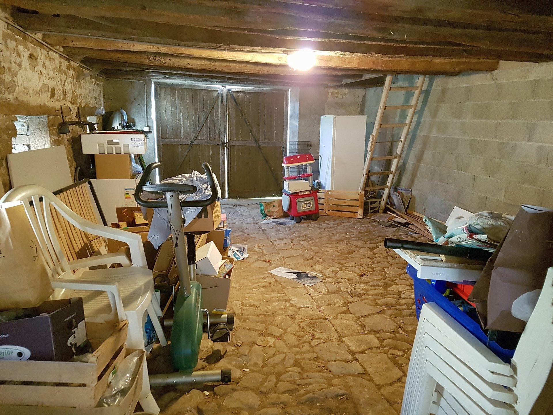 Großes Haus mit Garage zu Verkaufen in die Brenne, Indre 36