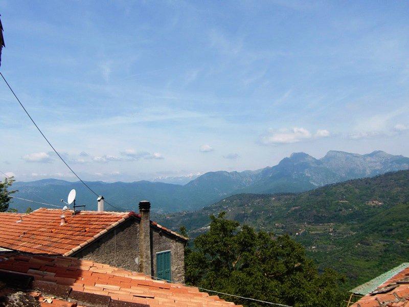 Fritidshus i bergsbyn Baiardo