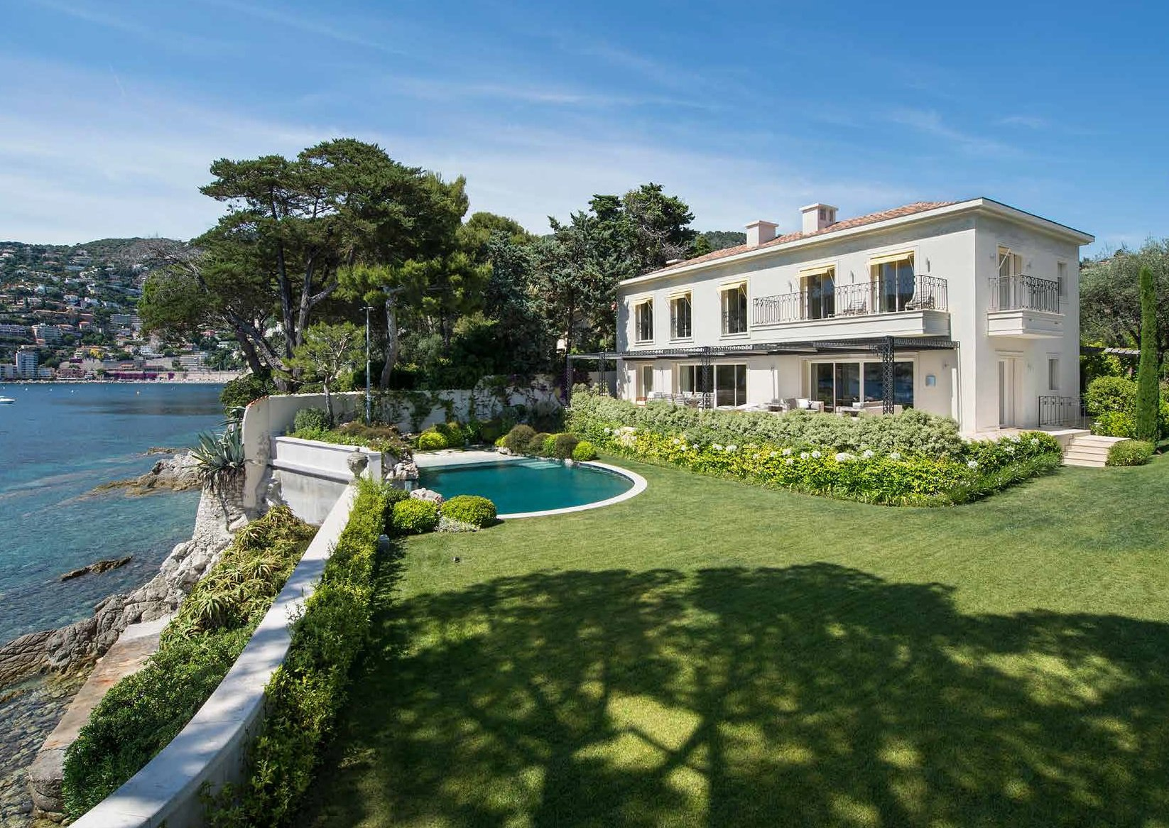 Cap Ferrat - Wonderful water edge villa