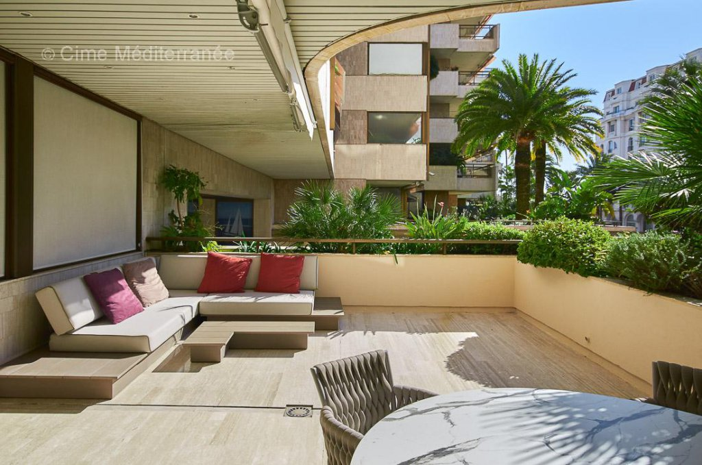 luxury apartment for sale in Cannes, Le Gray D'Albion - 1 bedroom